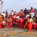 तीन लाख भक्तजनले  पवित्र धार्मिक तीर्थस्थल देवघाटमा स्नान गरे