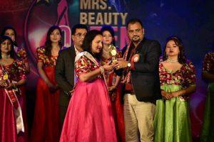 मिसेज ब्युटी विजेता बनिन् रश्मि शाक्य
