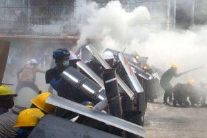 म्यान्मारमा सैन्य कारबाहीमा दर्जनौँको मृत्यु